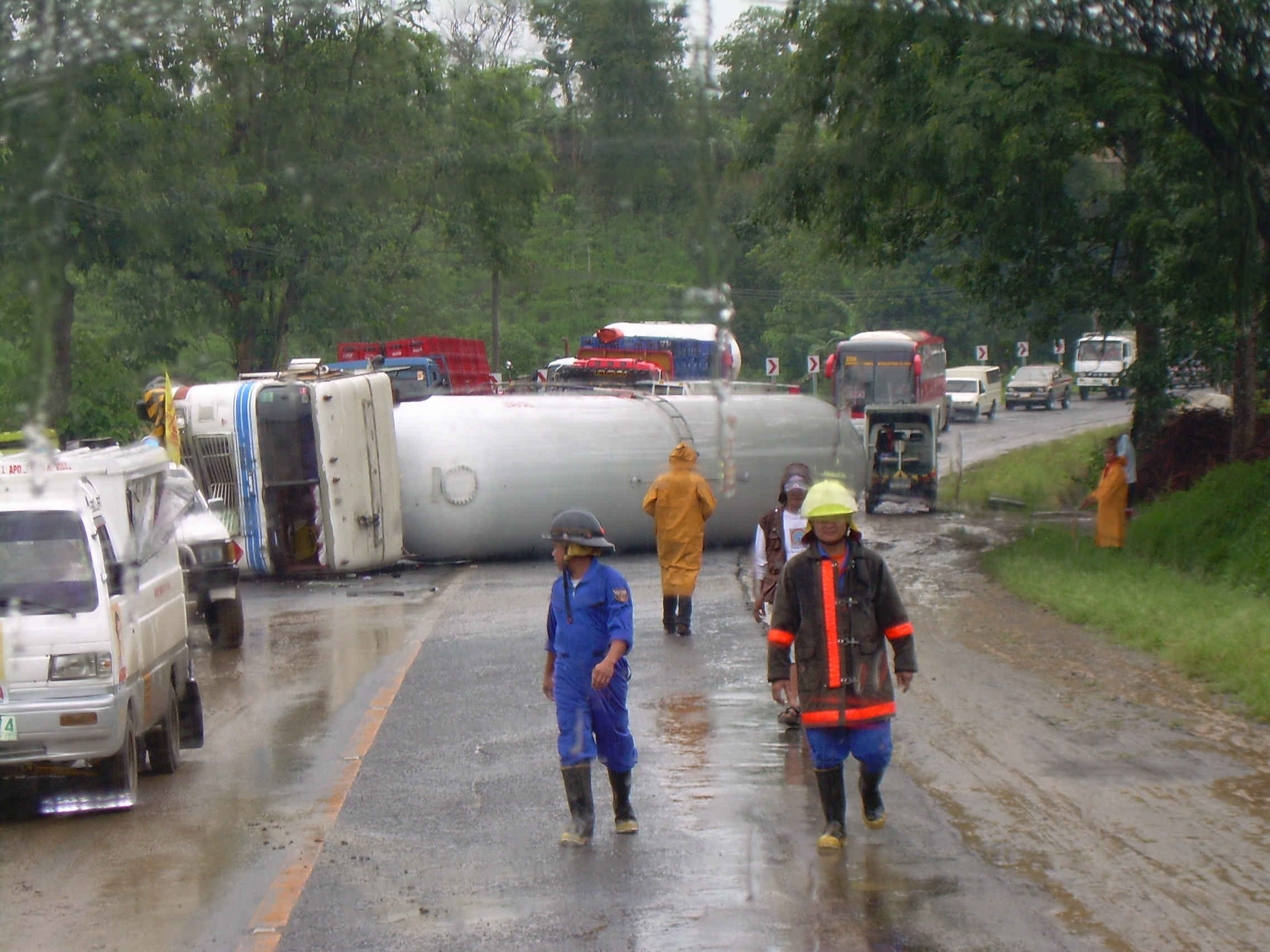 dscn1341 - LPG Truck Accident in the Philippines - Philippine Photo Gallery
